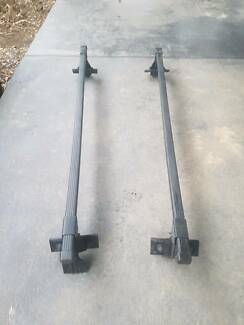 Thule Square Bar with gutter mounts universal roof rack