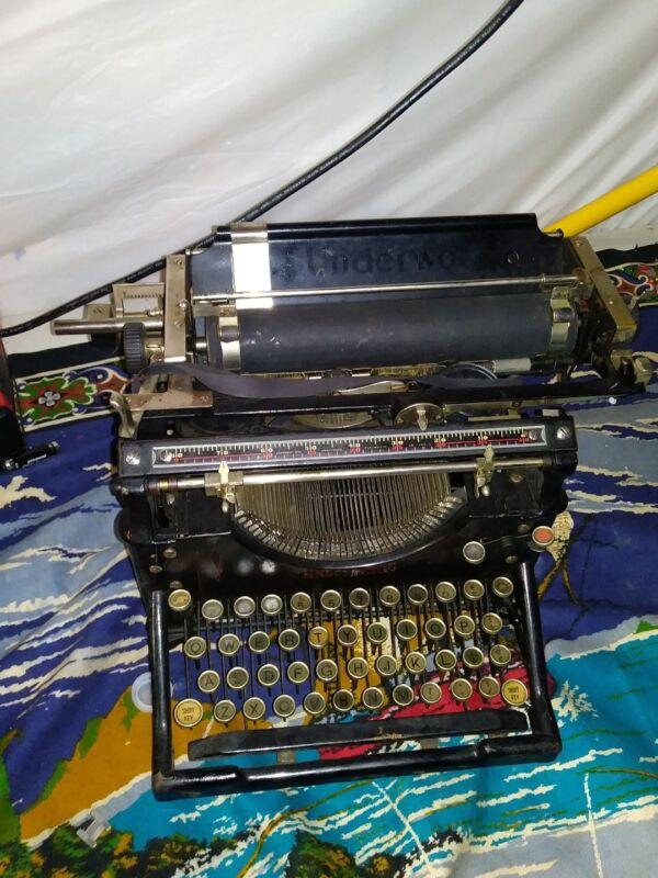VINTAGE/ANTIQUE?  OLD BLACK UNDERWOOD TYPEWRITER