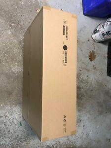 Une chaise IKEA pivotant de bureau noir neuf