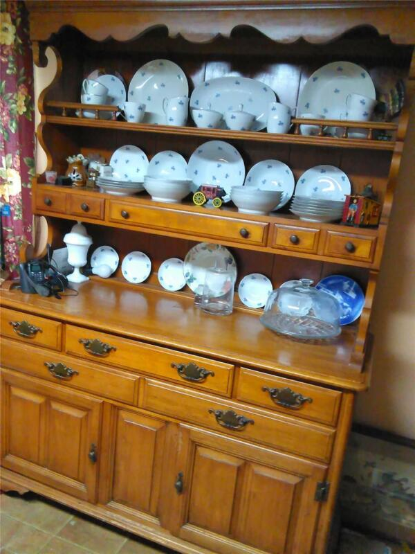 Nice, Solid Wood Rock Maple Hutch, Taylor James Town, New York. PICK UP ONLY