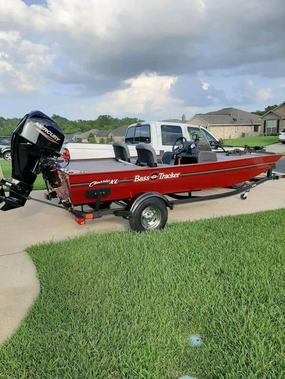 2020 17ft  Bass Tracker boat