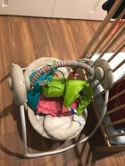 Baby cradling swing