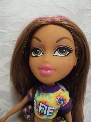 Bratz Yasmin Selfie Snaps Doll 2015 with Her Original Outfit