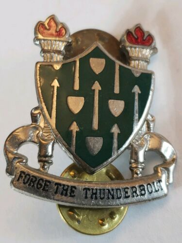 U.S. Army Armor School Pin DI DUI Unit Crest Forge The Thunderbolt  - $8.99
