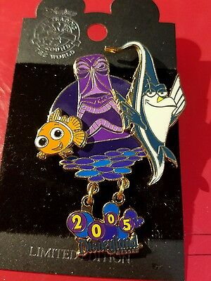 Disney Pixar Pin Nemo Gill  Dangle  LE in Tiki Tank