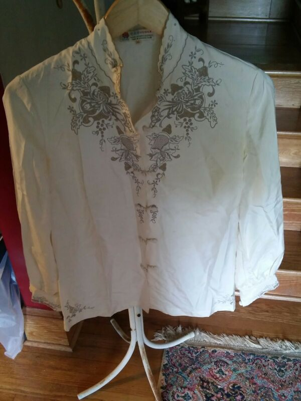 015 Vintage Peony Hand Embroidered 100% Silk Size 34 Shanghi Made Top Blouse
