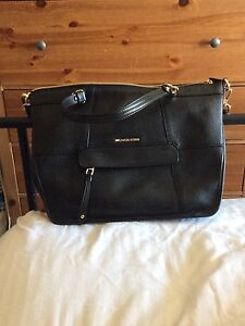 Michael kors authentic crossbody / tote/ satchel