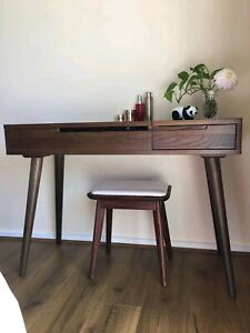 Dressing table and dressing stool