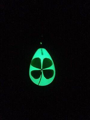 Real Four Leaf Clover Glow in the Dark Keychain Key Ring 4 Leaf Clover Shamrock