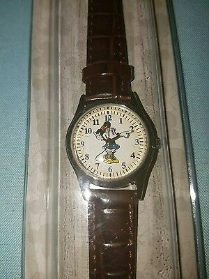DISNEY Parks MINNIE MOUSE WATCH moves hands blue dress silver tone leather band](Minnie Mouse Hands)