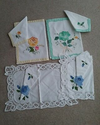 4 NEW PLACEMATS + MATCHING NAPKINS