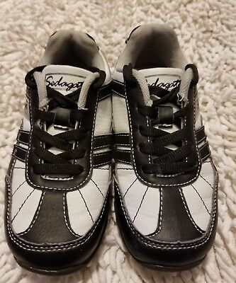 Sedagatti Boys tennis shoe size 11 with shoe strings (Tennis-schuhe Strings)