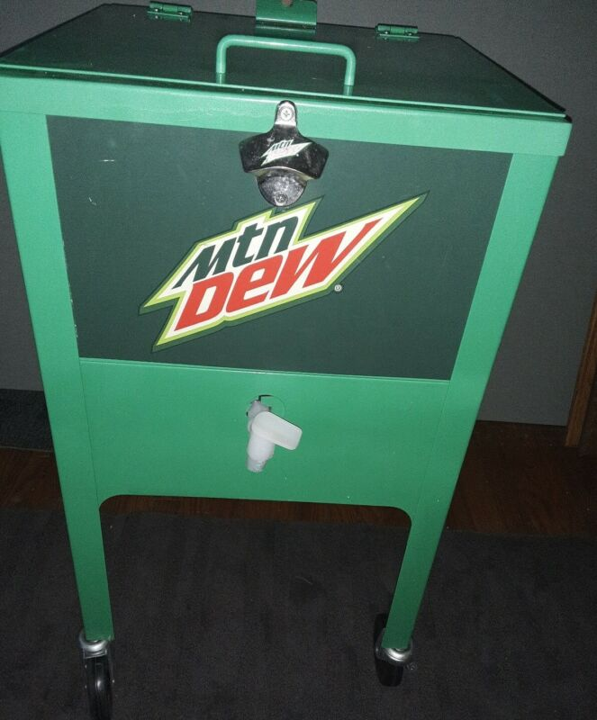VINTAGE PROMOTIONAL  MOUNTAIN DEW METAL ICE CHEST. RARE! EXCELLENT CONDITION!