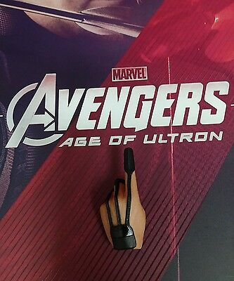 1 6 Hot Toys Age Of Ultron Hawkeye Mms289 Left Palm For Holding Arrow  B
