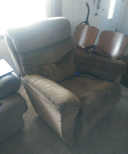 Photo lazy boy recliner with remote control delivery available to dallas, okc