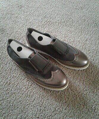 Kelsi ladies shoes  Size 6