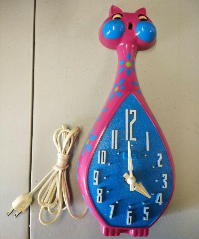 Pink Spartus Cat Clock Vintage Pink Blue Green Flower Working Great