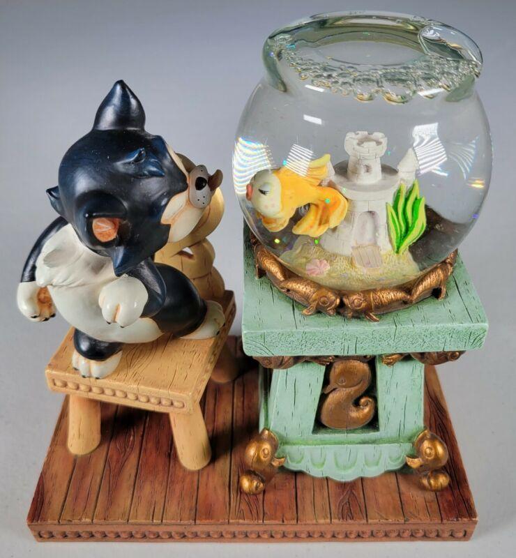 Disney Pinocchio Water Snowglobe Figaro & Cleo Fish Bowl Globe Rare Used