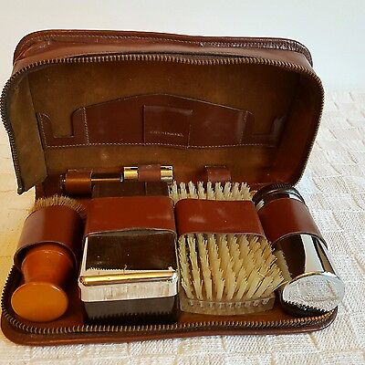 VINTAGE MENS TRAVEL GROOMING SET IN LEATHER CASE, CHROME, WOOD
