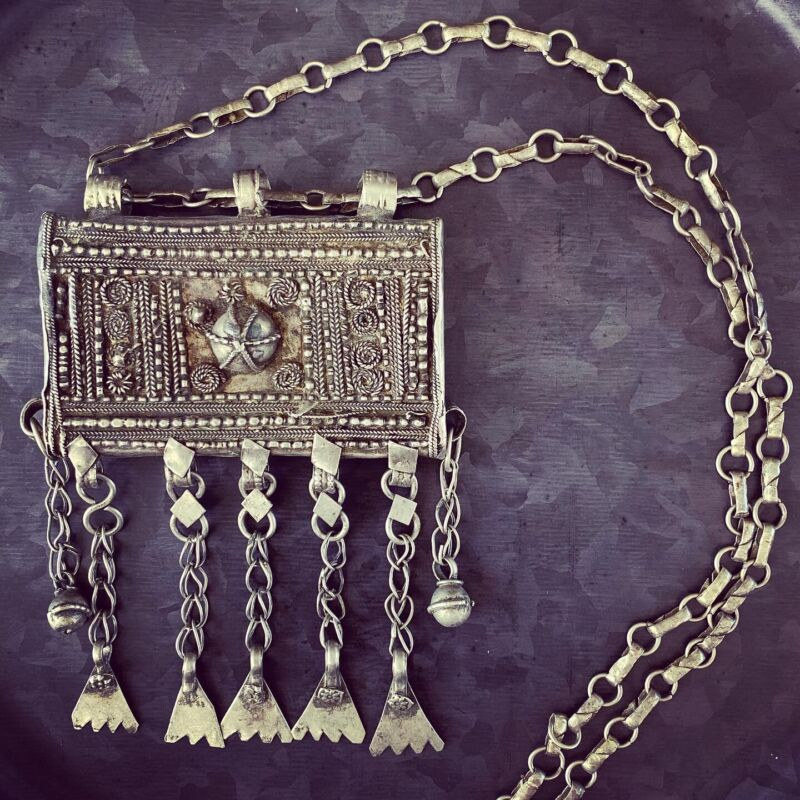 TUE15 - Antique Yemenite Bedouin Hirz Box Pendant With Antique Chain Necklace