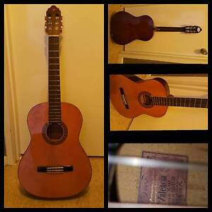 VALENCIA CLASSIC GUITAR 30th Anniversary Model Limited Edition Bicton Melville Area Preview