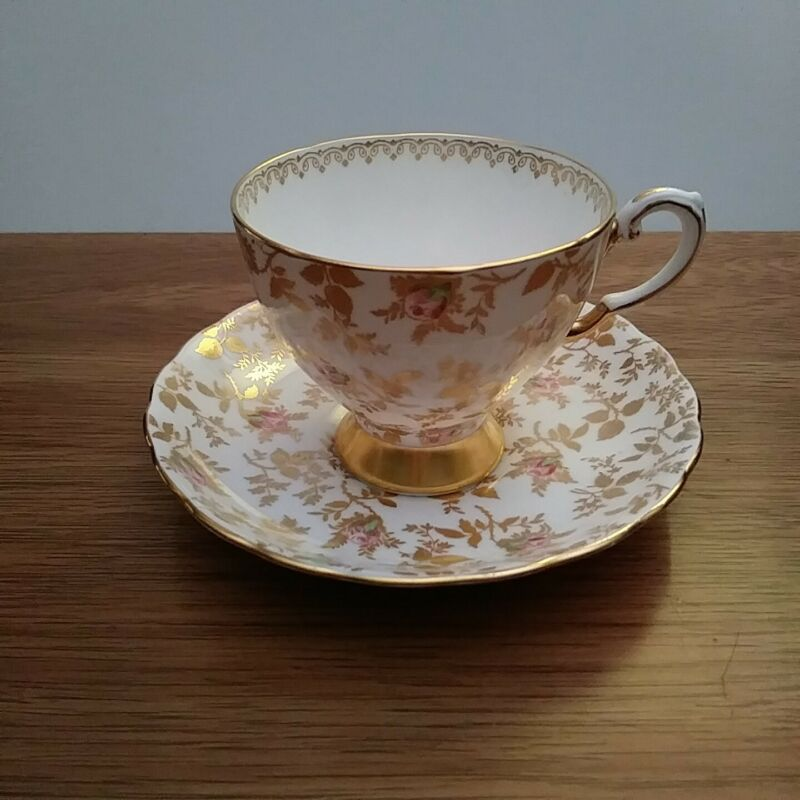 Tuscan Bone China Pink Rose Buds & Gold Leaf Tea Cup & Saucer Circa 1950s