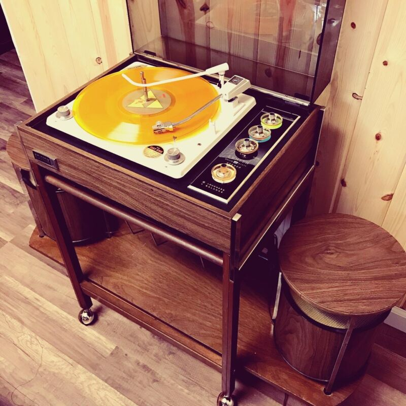 Vintage Zenith Circle of Sound Record Player