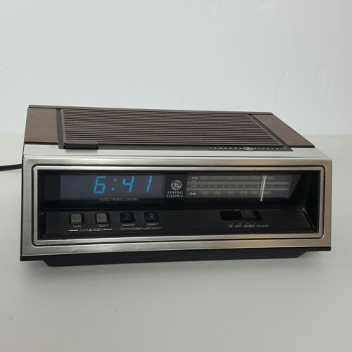 Vintage GE General Electric AM FM Alarm Clock Radio Model 7-4651A Blue Display