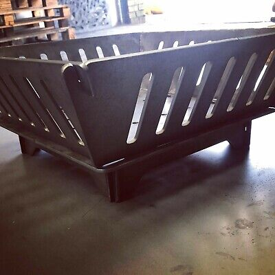 Collapsible metal fire pit