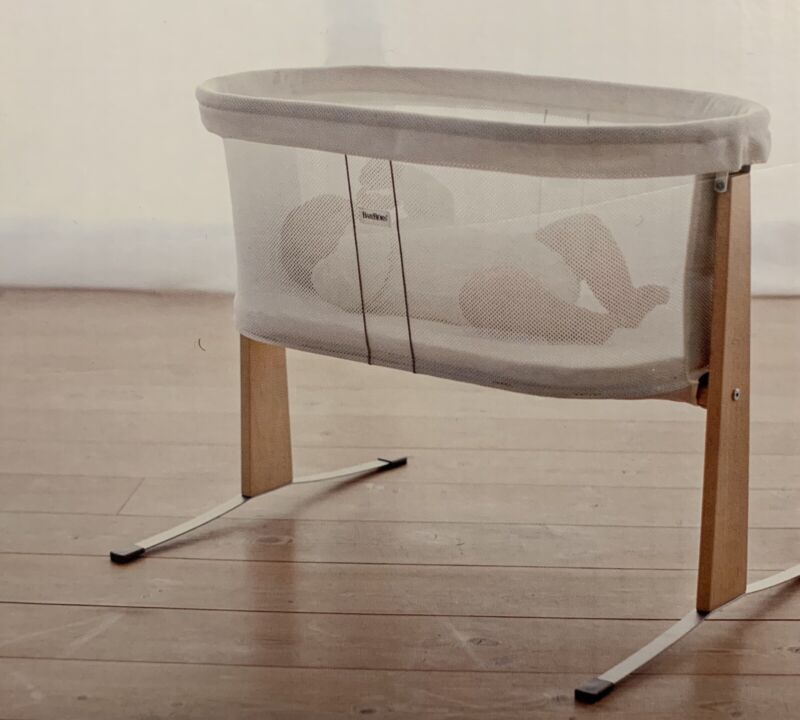 Beautiful, Lightly Used BabyBjörn Cradle - White Bassinet