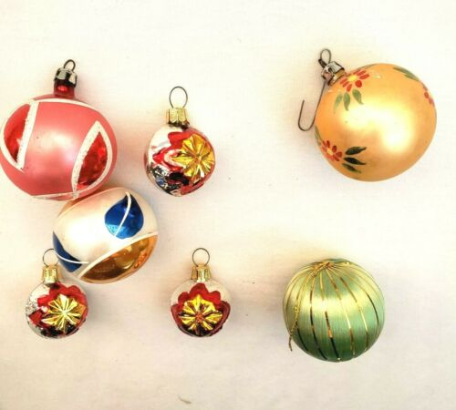 Lot of 7 Vintage Tree Christmas Ornaments Red Gold Green Xmas Tree Holiday Blue