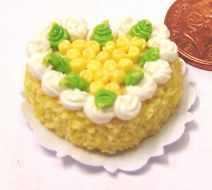 1-12-Heart-Cake-Yellow-White-Icing-Dolls-House-Miniature-Bakery-Accessory-HC