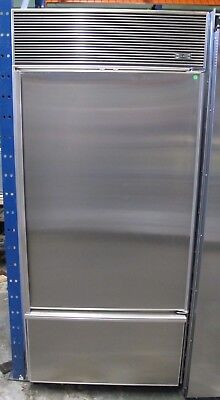 30 Bottom Freezer Refrigerator (Sub-Zero 600 Series 30 Inch Built In Bottom Freezer Refrigerator -)