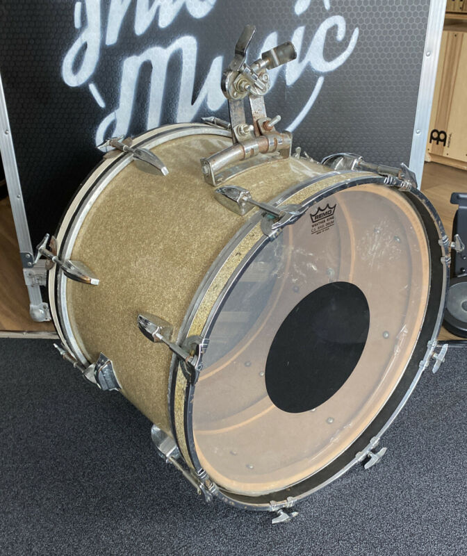 """Vintage Pearl 20"""" Bass Drum With Gold Sparkle Finish #595"""