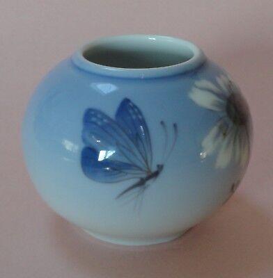 ROYAL COPENHAGEN Blue DAISY BUTTERFLY MOTH Insect Butterfly Porcelain GLOBE VASE