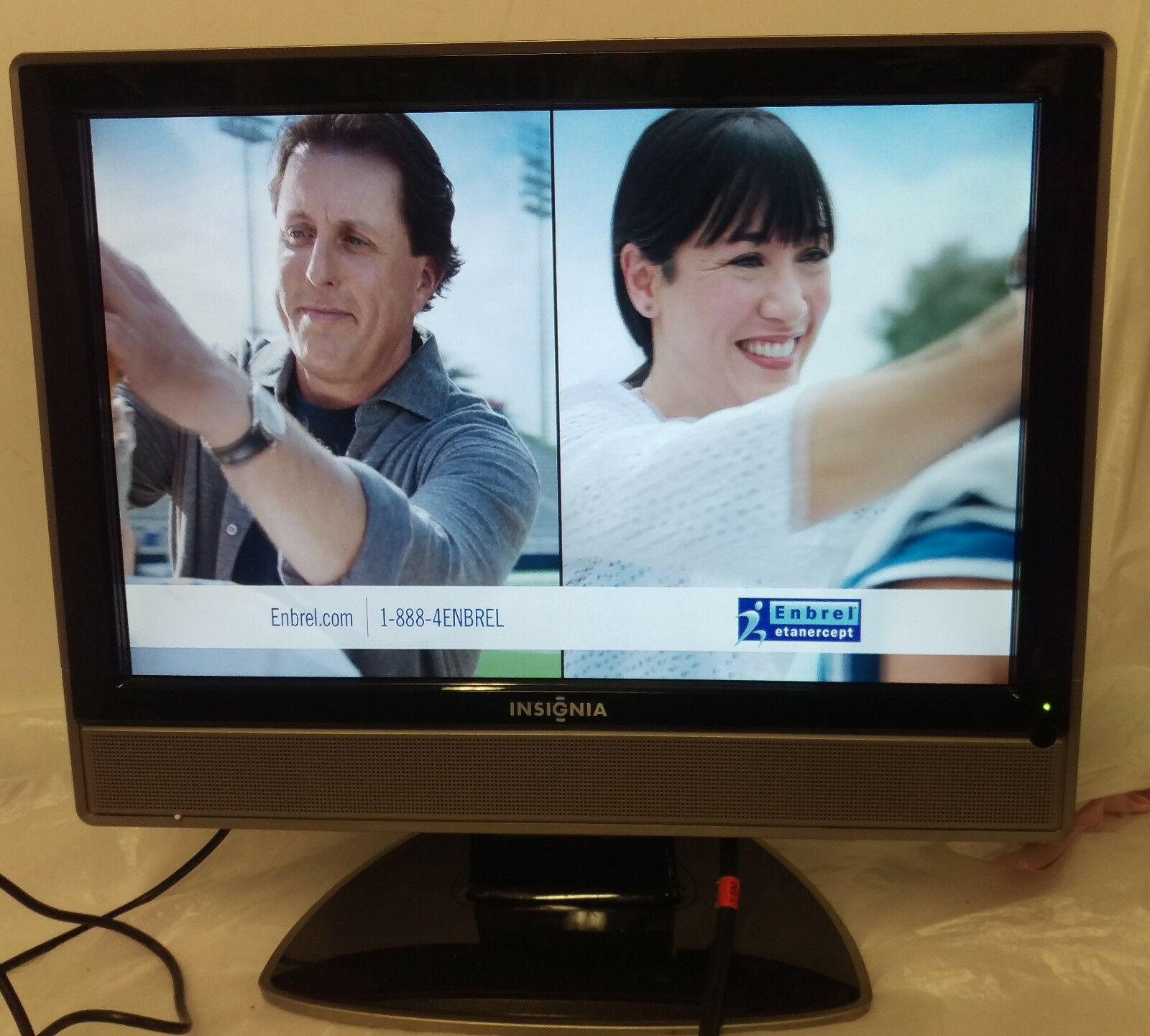 "Insignia NS-LCD19 19"" 1080i LCD Television (button damage, no remote, for part)"
