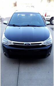 **NEED SOLD** 2010 Ford Focus SE. Cheap on gas/reliable!