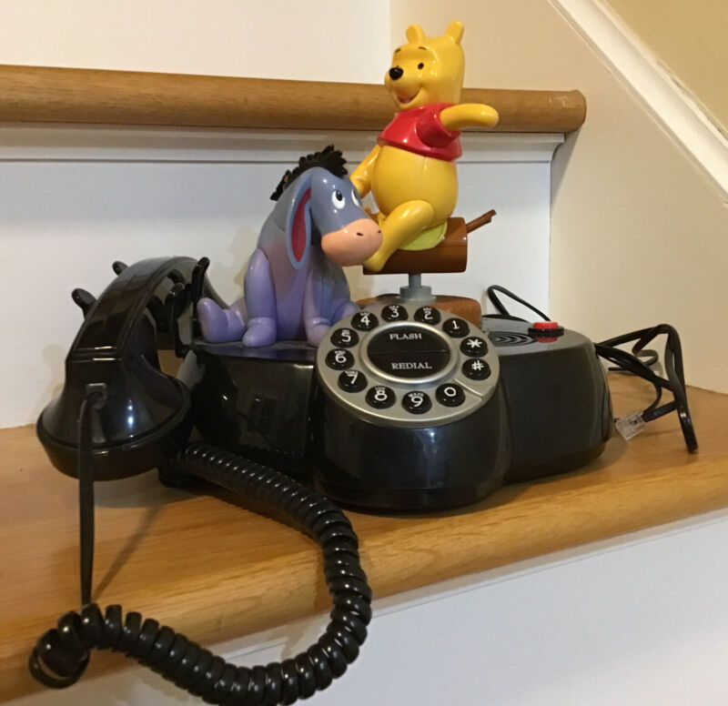 Vintage Disney Winnie The Pooh and Friends Animated Talking Telephone no Piglet