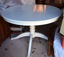 Round pedestal table with extension Abercrombie Outer Bathurst Preview