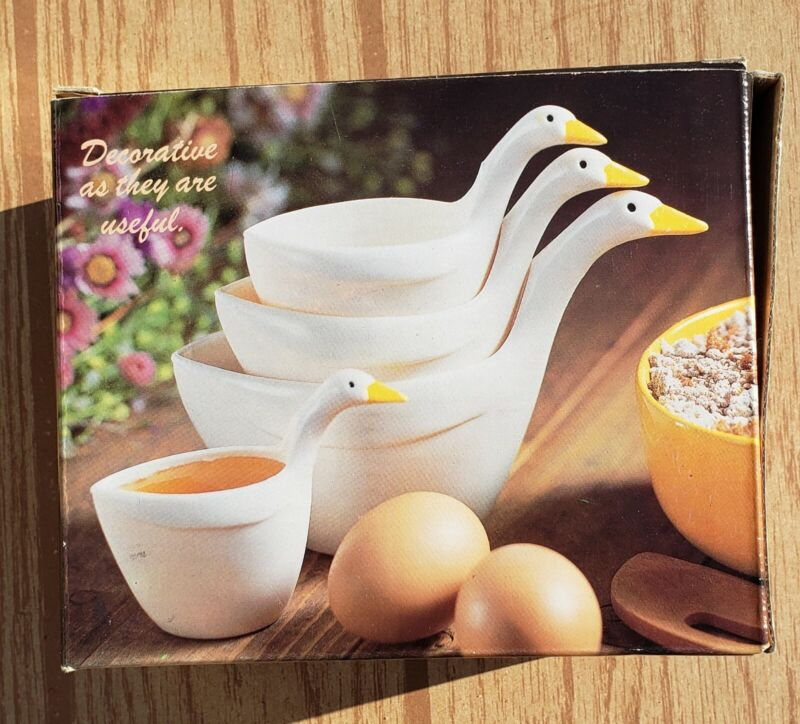 Vintage White Geese (4) Nesting Measuring Cups Set