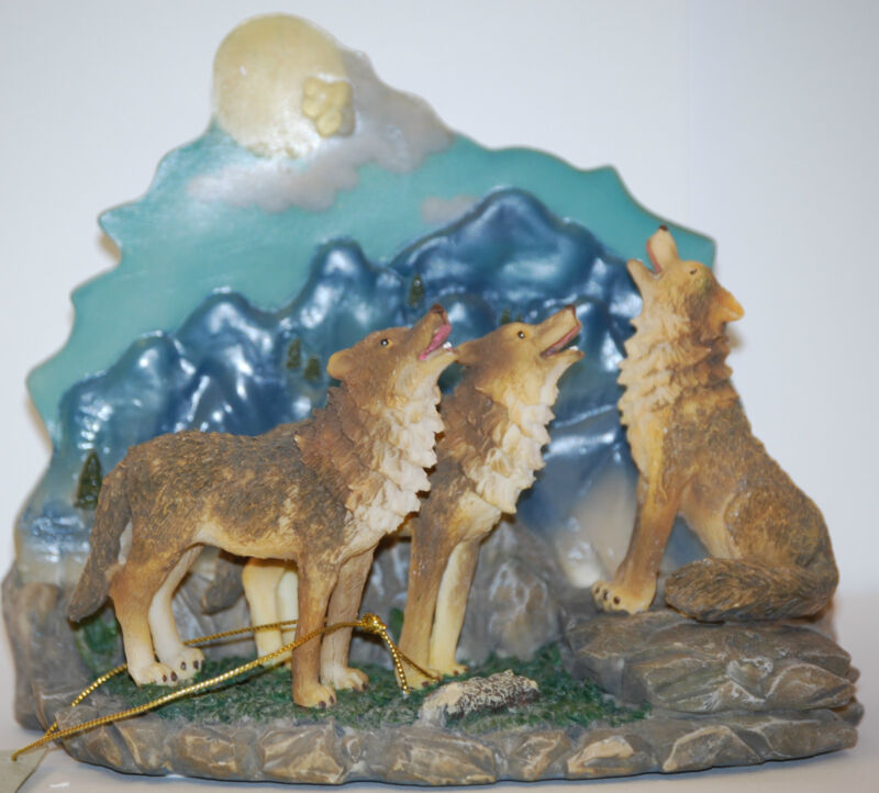 Howling Wolves Figurine