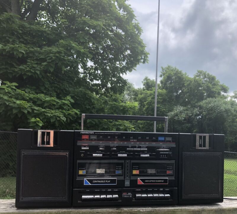 Vintage 1980s Soundesign 4788 Stereo AM/FM Dual Cassette Boombox Radio