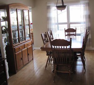 Dining Table 6x Chairs And 2 Pc Hutch