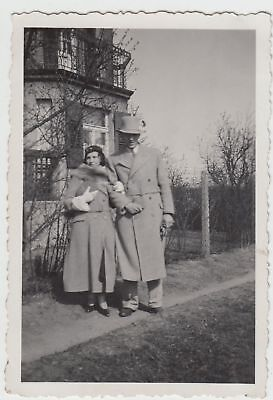 (F16379) Orig. Foto Paar spaziert i. Umgebung Nürnberg 1934