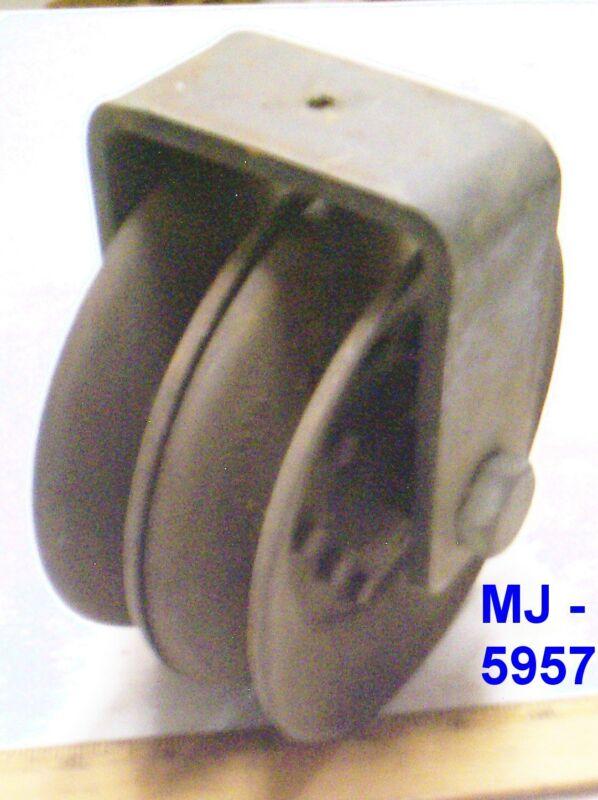 Dual Wheel Steel Pulley with Metal Bracket