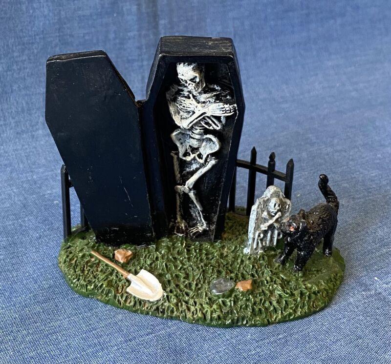 Lemax Halloween Village Town 62201 Spooky Graveyard Skeleton In Coffin Figurine