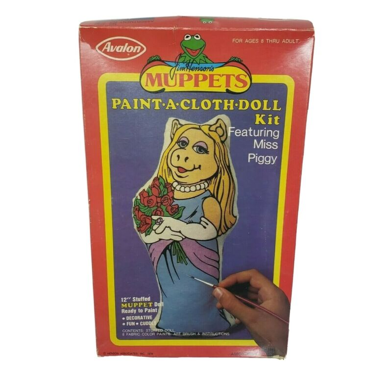 VINTAGE JIM HENSON MUPPETS PAINT A DOLL CLOTH DOLL KIT MISS PIGGY AVALON IN BOX