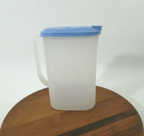 Vtg Tupperware 2 Quart Refrigerator Slim Pitcher 2009C Blue Flip Top Lid 2010B