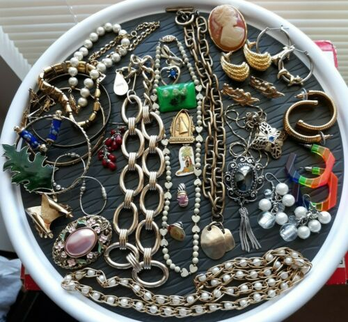 31 Piece Estate Lot of Vintage Costume Jewelry Some Signed All Wearable