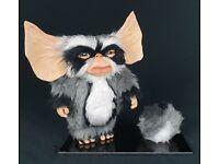 Gremlins Plüschfigur Gizmo lächelnd Mund geschlossen Horror Mogwai süß 15cm NEU